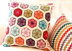 Dont you just love these?  The German blog Tabula Rosi (such a pretty blog btw) shares the work that she did on this African Flower Cushion, and this Granny Stripe Cushion.  Love it!