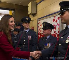 TheBritishMonarchy (BritishMonarchy) on Twitter The Duchess of Cambridge meets Armed Forces personnel selling poppies at High Street Kensington tube