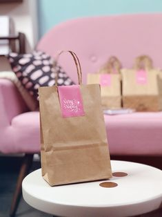 This would be cute for workshops. Bakery Packaging, Food Packaging Design, Packaging Design Inspiration, Gift Packaging, Creative Gift Wrapping, Creative Gifts, Paper Bag Design, Mocca, Jewelry Packaging