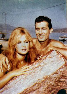 Aliki Vougiouklaki & Dimitris Papamichael Beautiful Celebrities, Beautiful Actresses, Old Greek, Greek Beauty, Bright Stars, Beautiful Couple, Celebrity Couples, Famous People, Greece