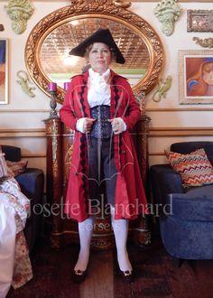 Casaca feminina em sarja vermelha com rendas, camisa branca em algodão, calça em gabardine marrom e corset em cetim brocado.   Cada modelo é exclusivo.   Site: http://www.josetteblanchardcorsets.com/ Facebook: https://www.facebook.com/JosetteBlanchardCorsets/ Email: josetteblanchardcorsets@gmail.com josetteblanchardcorsets@hotmail.com