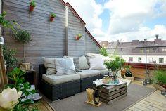 Acogedora terraza escandinava con mesita de pallets • Cozy scandinavian terrace