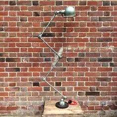 Jielde Lamp 4 Arms in Vespa Green Vintage Industrial, Industrial Style, Desk Lamp, Table Lamp, Amazing Flexibility, Anglepoise, Antique Lamps, Lamp Design, Vintage Gifts