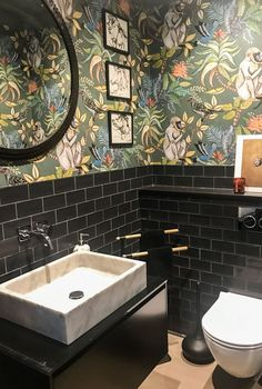 Downstairs Loo Makeover - Bathroom downstairsloo Koi Carp wallpaper adds a wow .Downstairs Loo Makeover - Bathroom downstairsloo Koi Carp wallpaper gives a tiny toilet on the ground floor a wow factor and drama by Small Toilet Room, Guest Toilet, Downstairs Toilet, Guest Bath, Bad Inspiration, Bathroom Inspiration, Bathroom Sets, Small Bathroom, Jungle Bathroom
