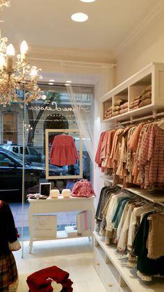 Aiana Larocca | Llorente Arquitectura Interior Fashion Shop Interior, Clothing Store Interior, Clothing Store Design, Boutique Interior Design, Boutique Decor, Boutique Store Displays, Clothing Store Displays, Baby Store Display, Sewing Room Design