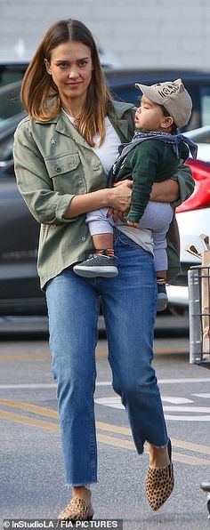 a87ec4b1b JESSICA - 11/21/2018 WITH HAYES GROCERY SHOPPING IN LA Jessica Alba Husband