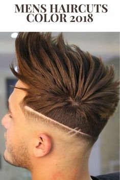 Top 100 Mens Haircuts 2018 Textured Crop + Fade + Clippers Design Check out our gallery For more Mens Hairstyles . Summer Haircuts, Best Short Haircuts, Haircuts For Men, Barber Haircuts, Hair And Beard Styles, Curly Hair Styles, Mens Hair Colour, Hair Tattoos, Mens Tattoos
