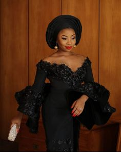 afrikanische hochzeiten Singer MoCheddah Is Looking Snatched In All-Black Aso Oke Outfi For Her Traditional Wedding African Fashion Traditional, African Inspired Fashion, African Print Fashion, Africa Fashion, African Lace Styles, African Lace Dresses, Latest African Fashion Dresses, African Wedding Attire, African Attire