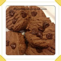 Cookies proteicos 1/2 xícara de pasta de amendoim 2 claras 2 scoop de whey protein (utilizei sabor chocolate), mas pode ser outro 1/2 scoop de sucralose Unte a forma e assista o vídeo e muito fácil!!!