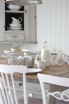 DreamDecorDesign.com <3  Farmhouse Country White Kitchen