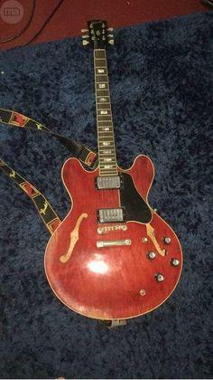 . Se vende magnifica guitarra gibson es 335 fabricada en el a�o 1965 original completamente,una pieza solo para profesionales,hecha en la fabrica de gibson de kalamazoo que gibson cerro en el a�o 1984 para trasladarse a nashville,pieza de coleccionista para