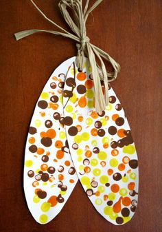 Indian Corn Craft and Five Kernels of Corn Legend - corn dot paintings art - Easy Thanksgiving Crafts for Kids – Happiness is Homemade - Free Thanksgiving Printables, Thanksgiving Crafts For Kids, Thanksgiving Turkey, Thanksgiving Decorations, Fall Decorations, Thanksgiving Activities For Preschool, Harvest Crafts For Kids, November Thanksgiving, Thanksgiving Cakes