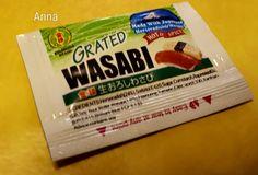 Contoh sushi yang dijual. Sushi yang saya beli, sudah lengkap semuanya termasuk jahe juga. Wasabi, di dalam paket. Kecap pelengkap rasa juga tersedia di dalam paket sushi. Sushi adalah salah satu m…