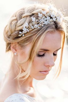 A Chic Bridal Updo Wedding Hairy Style