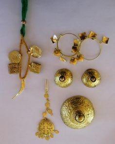 Giddha Dance set for girls saggi phul jewelry Stylish Jewelry, Cheap Jewelry, Rose Gold Jewelry, Bridal Jewelry, Gold Jewellery, Wire Jewelry, Body Jewelry, Diamond Jewelry