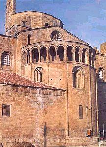 Ábside de la catedral de la Seu d'Urgell (Lleida). -Final del S.XII. Se mantiene la tradición lombarda. Maestro de obras fue Raimundus Lambardus. El románico lombardo sigue encontrándose durante el S.XIII.  -15a.