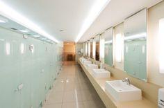 Start High School, I School, Sopa School, Arquitectura Wallpaper, Hotels For Kids, School Bathroom, Dream School, Home Ceiling, School Building