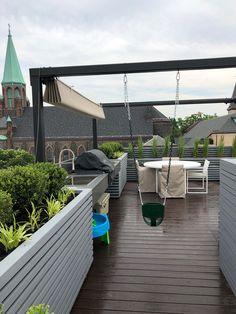 Rooftop pergola with swing Outdoor Patio Designs, Pergola Designs, Outdoor Decor, Pergola Swing, Backyard Garden Design, Front Yard Landscaping, Rooftop, Gardening Tips, Landscape Design