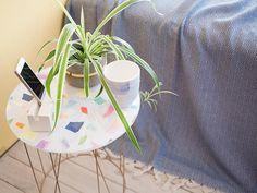 DIY-Anleitung: Nachttisch aus einem Lampenschirm und Plexiglasplatte basteln via DaWanda.com
