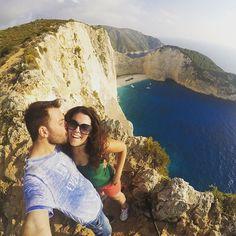 Εδώ με την @electra_asteri απολαμβάνουμε μια από τις καλύτερες θέες του κόσμου. Ναυάγιο!   with our @edward_jeans #navagio #zakynthos #greece #edwardjeans