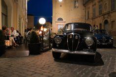 Auto d'epoca parcheggiate di fronte al GHR