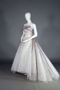 Pierre Balmain's 'Evening Dress Soir a Chambord' (1961).   KOBE FASHION MUSEUM