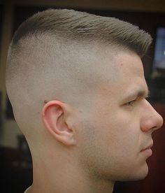 Medium length hair styles are the trend these days when it comes to men's looks. These styles are simple to create and give men suave and well groomed looks with a bit of flair. Short Hair Lengths, Short Hair Cuts, Short Hair Styles, Mens Medium Length Hairstyles, Slick Hairstyles, Beard Haircut, Fade Haircut, Cool Haircuts, Haircuts For Men