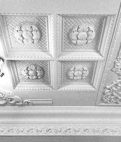 Гипсовые кессонные потолки.  Каталог: http://aurora-interior.ru/?page_id=11460  Студия Аврора (гипсовая лепнина)  Краснодар, ул.Офицерская, 36  http://aurora-interior.ru/