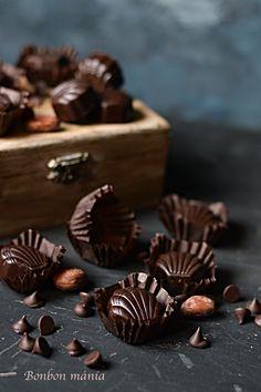 Bonbon mánia: Whiskys karamell bonbon Chocolate Photos, Chocolate Sweets, Chocolate Shop, Like Chocolate, Chocolate Cream, Chocolate Coffee, Chocolate Truffles, Chocolate Brownies, Chocolate Lovers