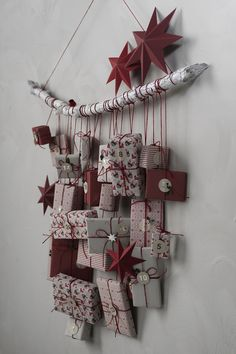How to make your own Advent calendar this Christmas. Wrap the gifts in beautiful paper and hang them from a wooden stick, simple and elegant. Find Christmas wrapping paper, tags, decorations and more DIY inspiration on our website. Handmade Christmas Decorations, Easy Christmas Crafts, Noel Christmas, Christmas Wrapping, Simple Christmas, Holiday Decor, Homemade Advent Calendars, Diy Advent Calendar, Calendar Calendar
