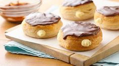 Cannoli doughnut, baked not fried. A quick cannoli style cream filling takes these delicious chocolate glazed doughnuts to the next level. Just Desserts, Delicious Desserts, Dessert Recipes, Italian Desserts, Breakfast Recipes, Breakfast Items, Homemade Breakfast, Sweet Desserts, Dessert Ideas