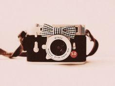 : cámara con pajarita ^_^.