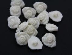 20 Beige Rose Flowers Buttons von CRAFTASY auf DaWanda.com