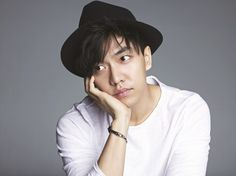 """Lee Seung Gi to Perform on """"Music Bank,"""" First Time in Almost Three Years"""
