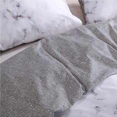 Luxury Bedding On A Budget Product White Duvet Cover Queen, Black Duvet Cover, White Duvet Covers, Luxury Duvet Covers, Duvet Cover Sets, Cover Gray, Best Bedding Sets, Queen Bedding Sets, Luxury Bedding Sets