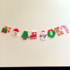 こちら発送まで2週間ほどお時間いただく場合があります(>_<)アイロンビーズで作りました。クリスマスツリー、サンタクロース、リース、トナカイ、クリスマスの靴下、プレゼント、雪だるまのガーランドです。お部屋のインテリアや玄関のウェルカムスペース、玄関のドア...