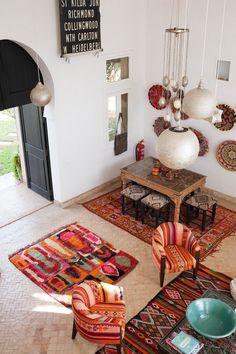 Un salon dans les tons chauds d'inspiration marocaine