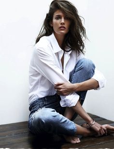 Kendra Spears //wavy hair, white button down shirt, silver jewelry & classic jeans #style #fashion