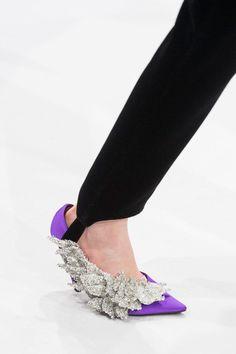 1d01890cf1a1f 15 meilleures images du tableau Chaussures en 2019