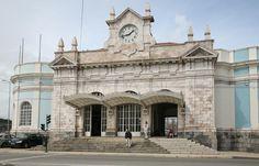 Train station, Coimbra, Portugal. - A Estação Ferroviária de Coimbra, igualmente conhecida como Coimbra-A ou Estação de Coimbra-Cidade, e popularmente chamada de Estação Nova, é uma plataforma ferroviária do Ramal da Lousã, que serve a cidade de Coimbra, em Portugal. Foi inaugurada pela Companhia Real dos Caminhos de Ferro Portugueses em 18 de Outubro de 1885.1 2