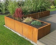 Mit Hochbeeten den Garten gestalten - Terrasse ideen Designing the garden with raised beds Freudenga Vertical Gardens, Back Gardens, Outdoor Gardens, Herb Garden Design, Vegetable Garden Design, Garden Ideas, Herbs Garden, Diy Garden, Patio Ideas