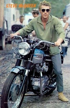McQueen and his Triumph Bonneville. The coolest man to grace the earth.Steve McQueen and his Triumph Bonneville. The coolest man to grace the earth. Triumph Bonneville, Vintage Bikes, Vintage Motorcycles, Custom Motorcycles, Custom Bikes, Steeve Mcqueen, R1200r, Harley Davidson, Sr500