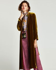 I like the odd colour of the velvet kimono. I'd never pair it with what she's wearing though Coats For Women, Jackets For Women, Clothes For Women, Kimono Fashion, Boho Fashion, Gilet Kimono, Long Cardigan Coat, Gilet Long, Bohemian Mode