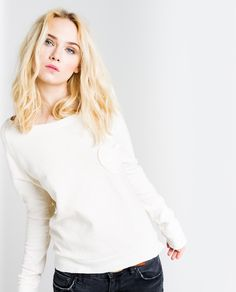FW14. Lady Like Grunge. http://www.thehiptee.com/es/mujer/965-rena-the-label-sweatshirt-c-t-bone.html