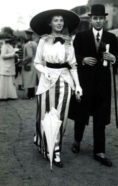 Sophisticated fashion at the races, c. 1912