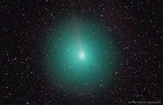 Preciosa imagen del cometa 45P a su paso por la Tierra hace dos dias. Ahora se aleja hacia Júpiter. El verde es por sus moléculas de carbono
