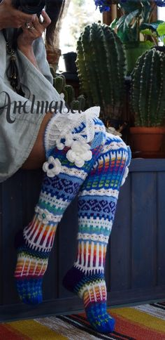 Ankortit Loom Knitting, Knitting Socks, Knitting Patterns, Crochet Patterns, Crochet Socks Pattern, Crochet Slippers, Love Crochet, Knit Crochet, Wool Socks