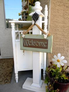 ~ Would make a nice sign post base~ Little Bit of Paint: Summer Porch & Welcome Post Tutorial Front Door Decor, Front Porch, Wood Projects, Woodworking Projects, Woodworking Beginner, Woodworking Organization, Woodworking Quotes, Intarsia Woodworking, Woodworking Clamps
