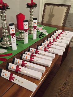 Diy Christmas Gifts - Fun DIY Christmas Presents for Coworkers - Party Wowzy Diy Christmas Gifts For Coworkers, Office Christmas Gifts, Homemade Christmas Presents, Small Christmas Gifts, Inexpensive Christmas Gifts, Christmas Party Favors, Christmas Crafts, Kids Gifts, Inexpensive Gift