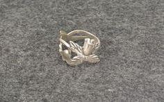 Lusikkasormus Heinäkuu-kuukausilusikasta Floral, Rings, Jewelry, Jewlery, Jewerly, Flowers, Ring, Schmuck, Jewelry Rings